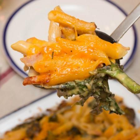 broccoli, bacon and cheese pasta bake