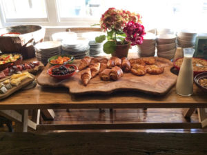 Burley breakfast table