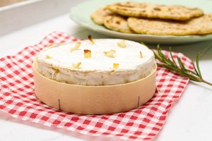 garlic baked camembert with rosemary flatbreads allthatimeating (1 of 3)