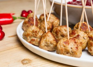 turkey meatballs with chilli cranberry sauce