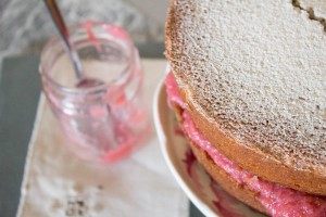 rhubarb and vanilla compote in victoria sponge