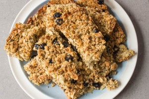 Almond and dried blueberry cereal bars with poppy seeds