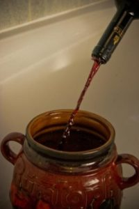 Adding red wine to the sloes