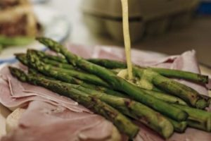 Asparagus with Hollandaise and ham