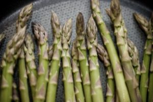Cooking the asparagus