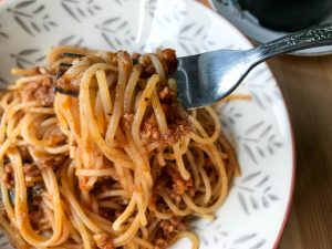 ragu and spaghetti on fork