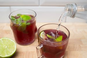 adding tonic to pomegranate mojito mix