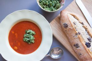 tomato, butterbean and spinach pesto soup