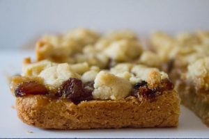 Mince Pie Crumble Bars