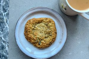 Oat and raisin cookie with a cup of tea